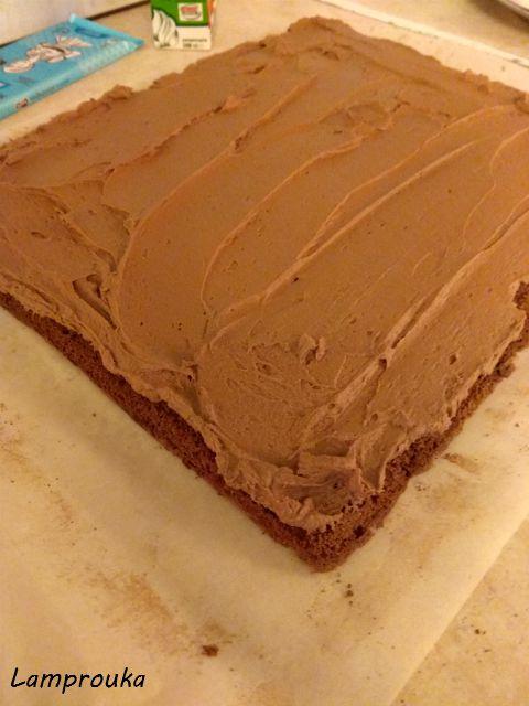 Συνταγή για αφράτο σοκολατένιο παντεσπάνι για ρολό.