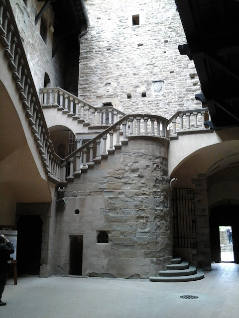 INTERNO-CASTELLO-CONTI-GUIDI-POPPI