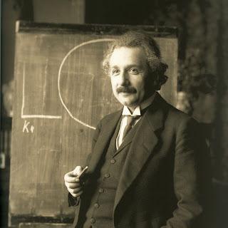 Albert Einstein Biography in Marathi