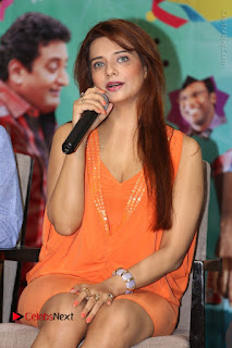 Actress Saloni Aswani Pos in Short Dress at Meelo Evaru Koteeswarudu Movie Interview  0133.JPG