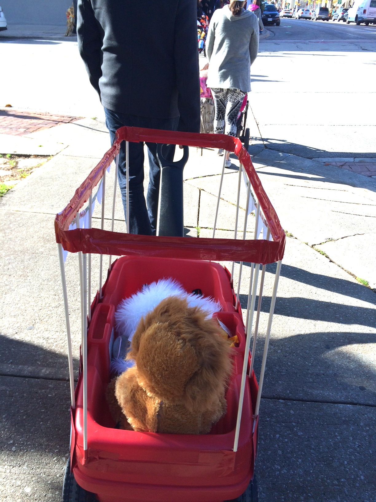 Baby-Lion-Costume-and-lion-tamers-family-costume-harlow-and-thistle-2