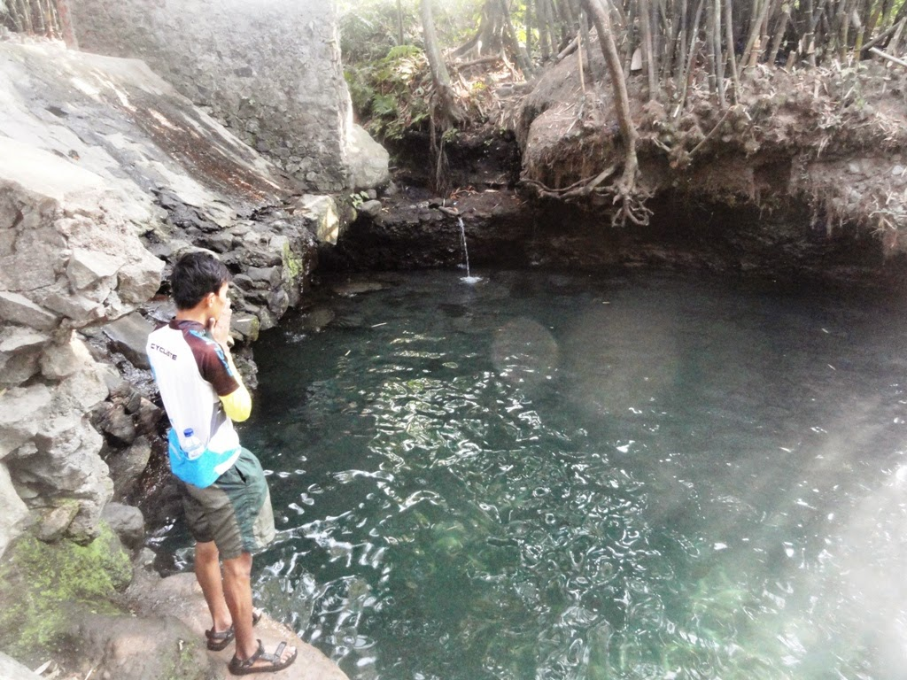 Narsis dulu dipemandian Tirta Budi (Blue Lagoon) Jogja