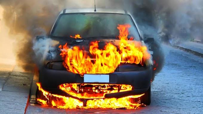 Kigyulladt egy autó az M3-ason, Hort térségében