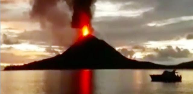 Merinding! Video Detik-detik Gunung Anak Krakatau Meletus Muntahkan Lava