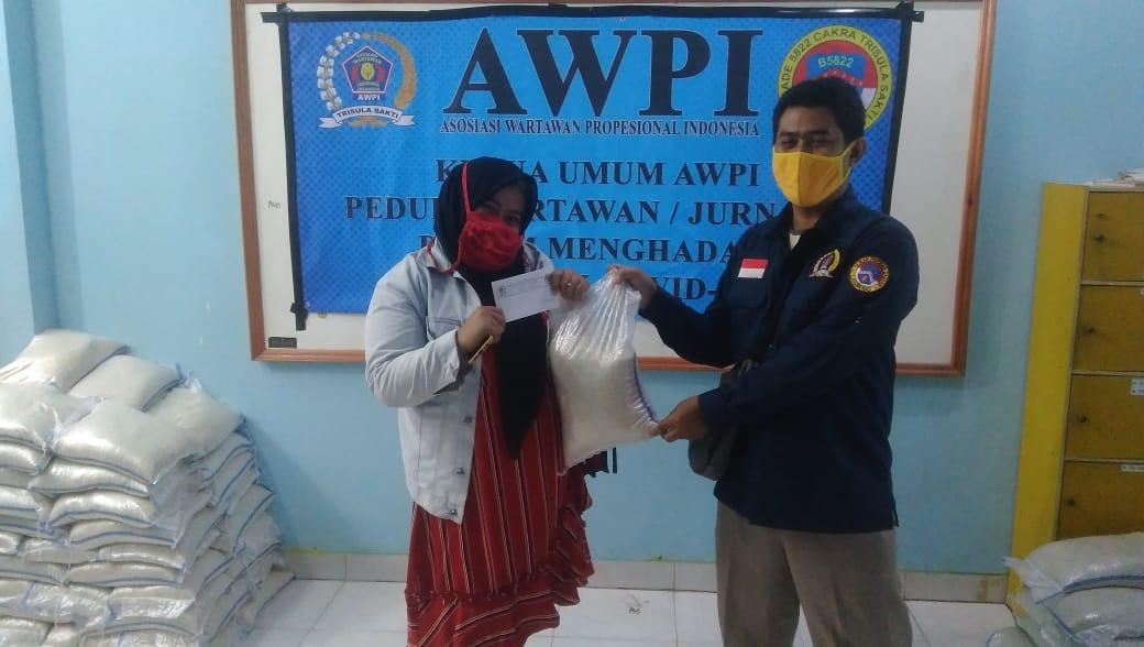AWPI Kota Bandar Lampung Salurkan Bantuan kepada Wartawan dan Masyarakat Yang Terdampak Covid-19