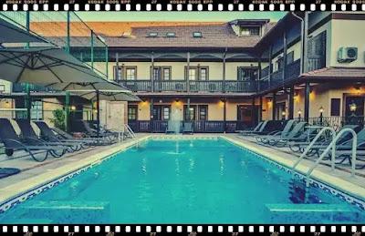 conacul ambient brasov vile cu piscina exterioara