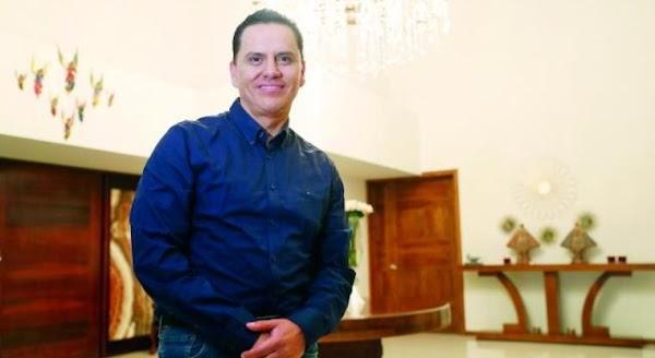 Gobernador priista, investigado por PGR se manda a hacer silla de montar de oro y diamantes