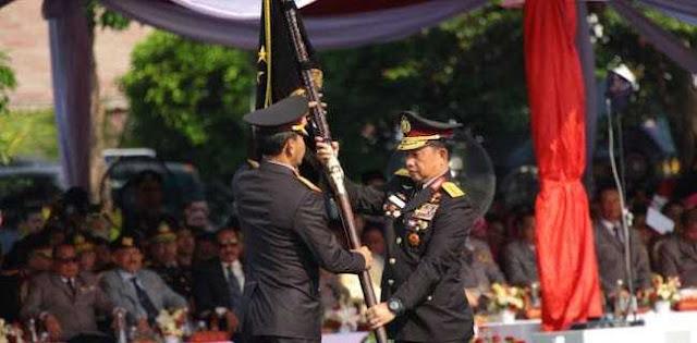 Tito Bandingkan Kerja Polri Dan Polisi China Saat Serahkan Pataka Ke Idham Azis