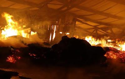 Cháy khu công nghiệp Minh Hưng - Hàn Quốc 2, hơn 5 tiếng  vật lộn vẫn chưa khống chế được đám cháy