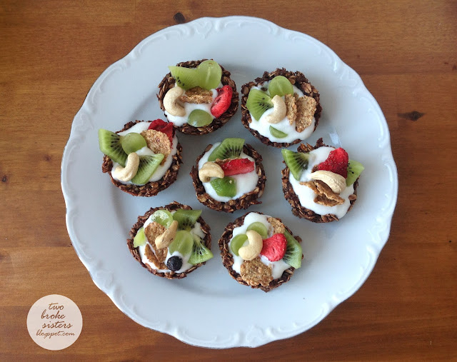 Owsiane ciasteczka miseczki z owocami twobrokesisters