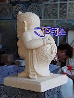 Patung semar selamat datang (Monggo) dibuat dari batu alam paras jogja / batu putih Gunungkidul.