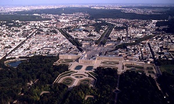La structure urbaine de Versailles obéit à une volonté de symétrie