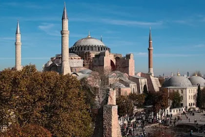Recep Tayyip Erdoğan Mengubah Hagia Sophia Menjadi Masjid