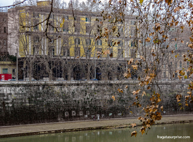 Passeio à beira do Rio Tibre, Roma
