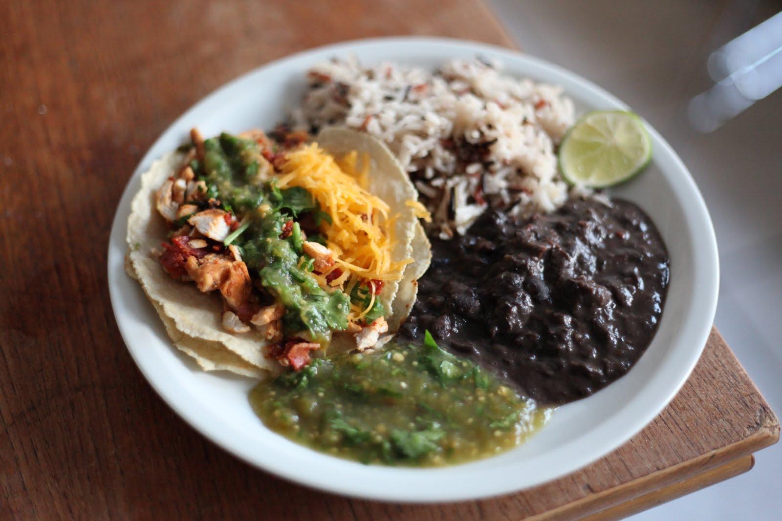 Tacos De Pollo En Adobo Con Salsa Verde, Arroz Y Frijoles