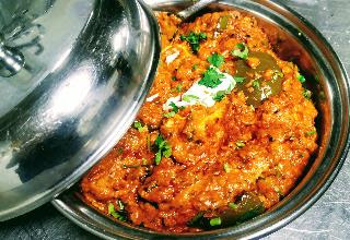 Serving garnished paneer tikka masala