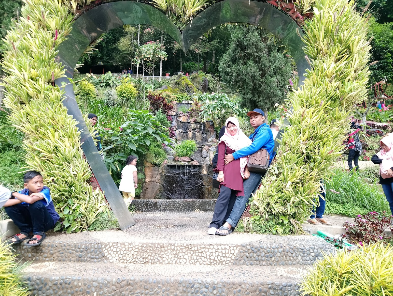Lokasi Dan Harga Tiket Masuk Taman Bunga Selecta Malang