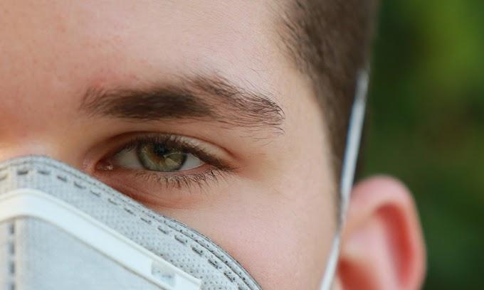 """Scuola, Bassetti: """"Doppia mascherina? Studenti indossino bene chirurgica"""""""
