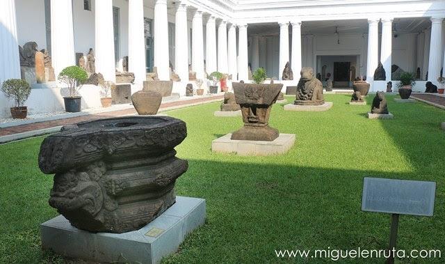 Museo-Nacional-Indonesia-piedra