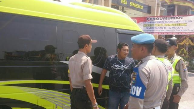 Diduga Kibarkan Bendera HTI di Perumahan, 10 Warga Digelandang Polisi