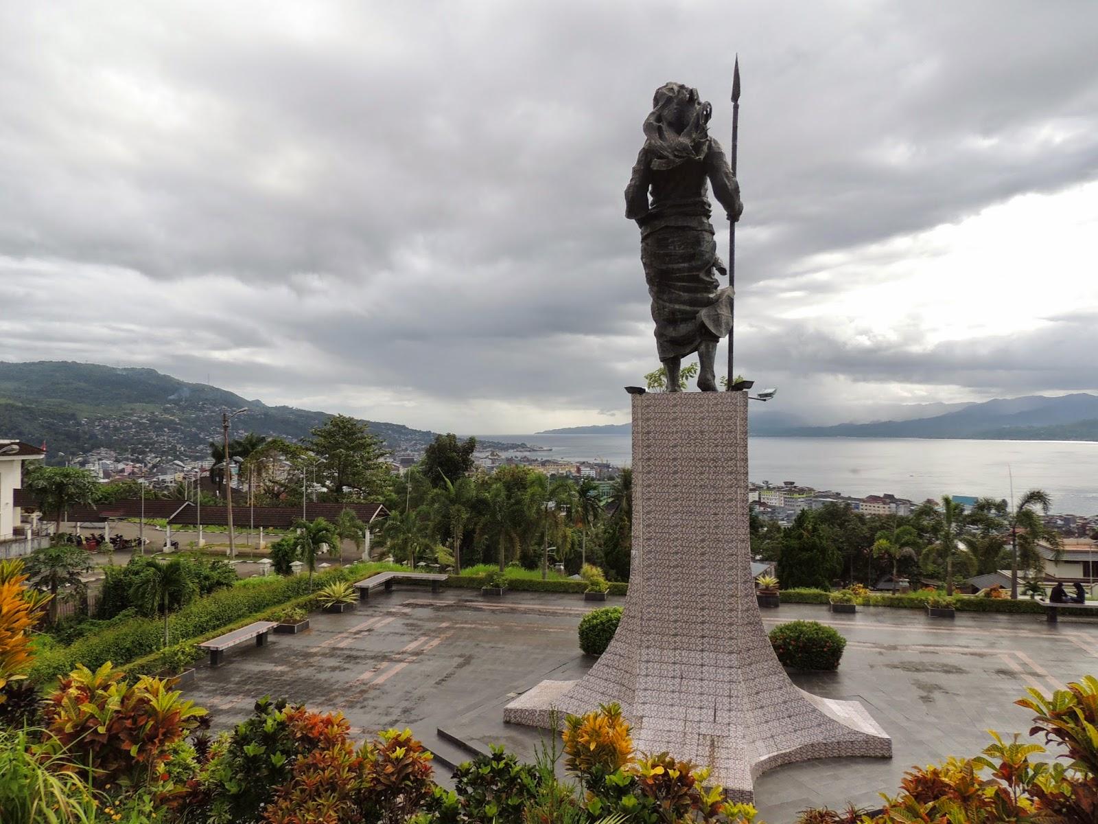 Monumen Patung Christina Martha Tiahahu