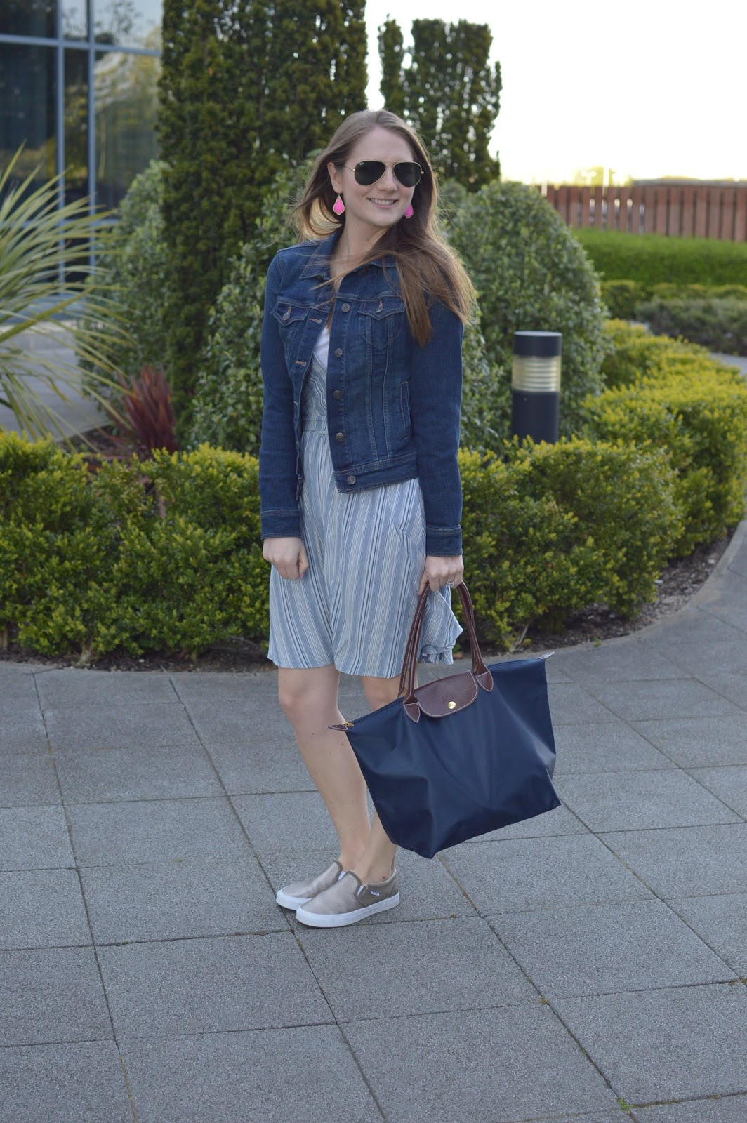 blue dress outfit ideas | what to wear with a denim jacket | spring outfit ideas | good travel outfit ideas | pop of pink in the earrings | a memory of us blog|