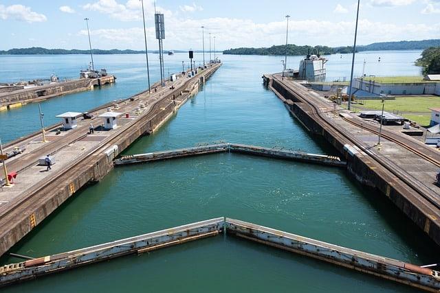 أقفال قناة بنما