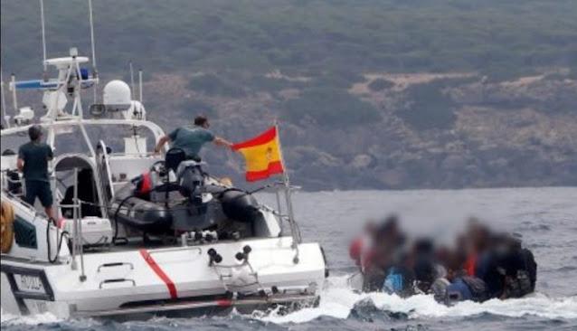 إسبانيا تعترض 10 مهاجرين سريين من جنسية جزائرية بسواحل مورسيا