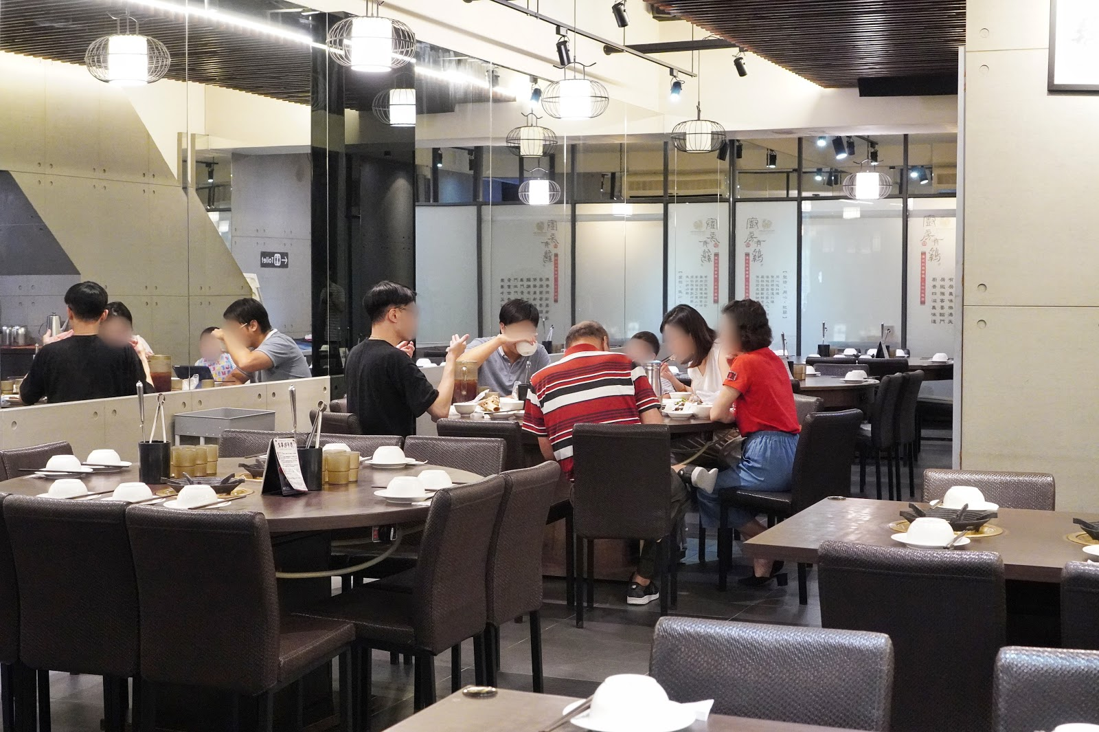 台南東區美食【廚房有雞花雕雞】用餐環境