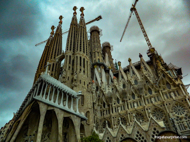 Fachada da Basílica da Sagrada Família, em Barcelona