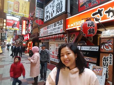 Aku berdiri didepan restoran kecil disebuah lorong jalan,Osaka.