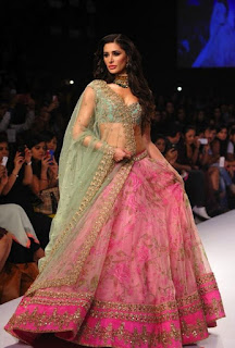 Indian-bridal-designers-lehenga-designs-2017-collection-8