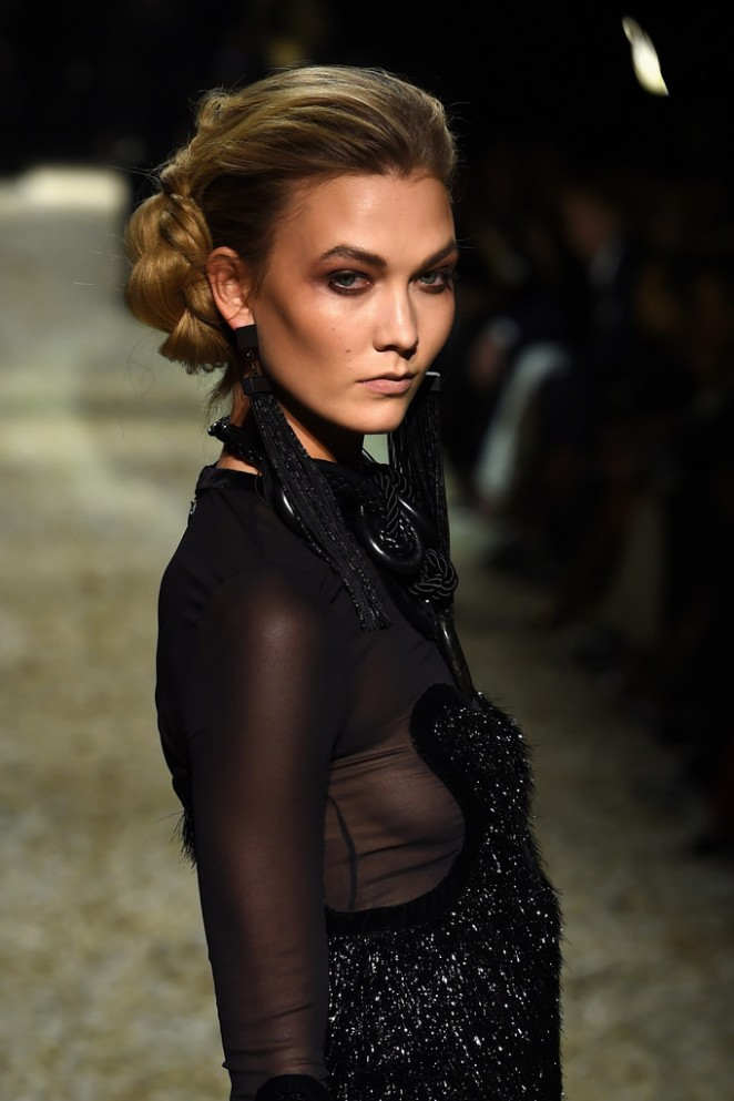 Karlie Kloss dazzles at the Tom Ford Fall/Winter 2015 Fashion Show in LA