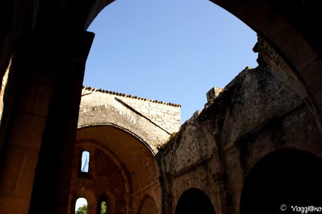 Interni della chiesa senza tetto di Oradour sur Glane