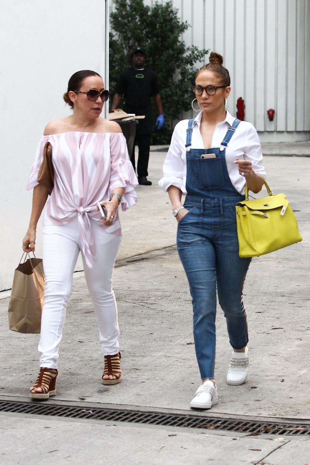 Jennifer Lopez meets up with a friend for lunch and shopping in South Beach - 01/27/2019