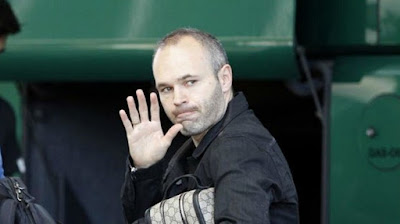 Iniesta úp mở việc rời Barcelona vào mùa sau