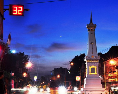 Tinuku Travel Jalan Malioboro center of arts and crafts market in heart of Yogyakarta for all unforgettable classic feel