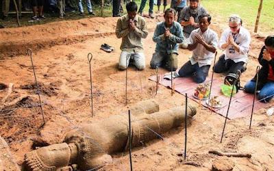 Καμπότζη: Αρχαίο άγαλμα ανακαλύφθηκε στον ναό Ανγκόρ Βατ