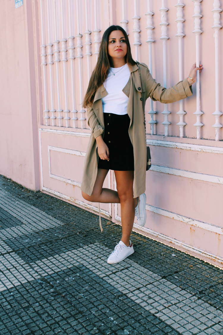 outfit entretiempo trench zapatillas blog de moda leon