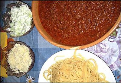Bolonjeze špagete i sos