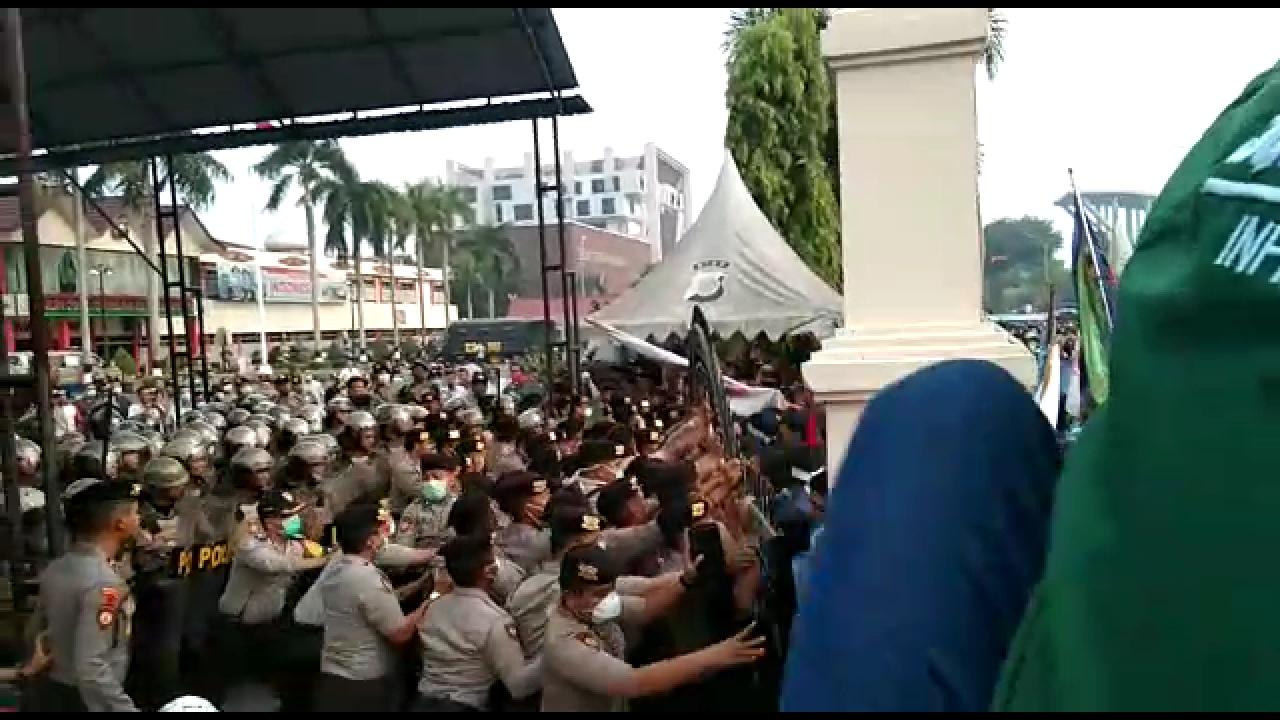 Sepi Pemberitaan, Begini Suasana Demo Tolak Kehadiran Jokowi di Riau