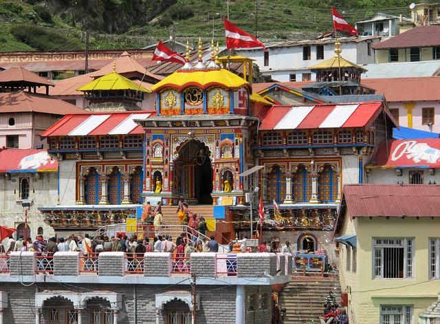 badrinath temple - tourist places in chamoli