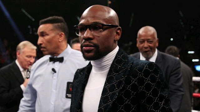 Floyd Mayweather At Manny Pacquiao Vs Adrien Broner