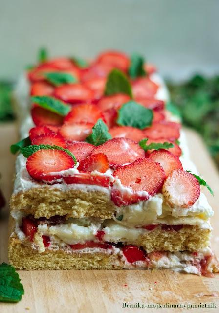 ciasto, biszkopt, beza, owoce, truskawki, deser, bernika, kulinarny pamietnik