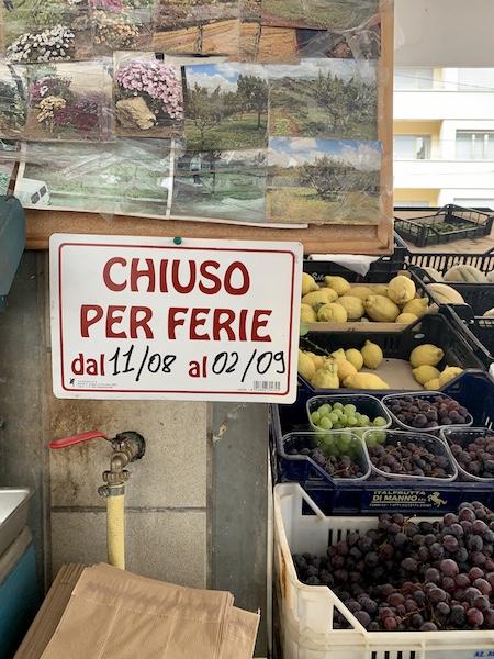 Chiuso per Ferie sign in Rome