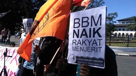 Gelar Aksi Tolak Kenaikan BBM, Mahasiswa Bandung: Kebijakan Tidak Pro Rakyat