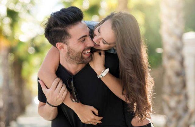 Keintiman (Intimacy) - Pengertian, Aspek, Jenis dan Faktor yang Mempengaruhi
