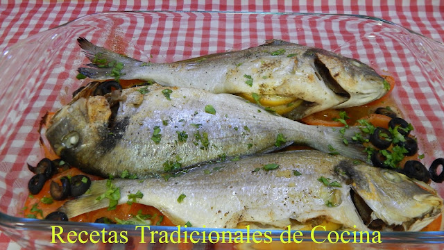 Receta de pescado a la mediterránea, un pescado muy jugoso y con mucho sabor