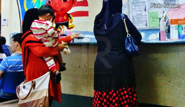"""Anak Mengamuk & Meracau Selepas Didukung Makcik Itu, Rupanya Dia Lepaskan 'Saka' Pada Anak Kami"""