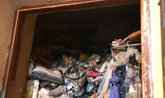 Три часа искали тело. В Москве пенсионерку насмерть завалило мусором в квартире-норе — видео